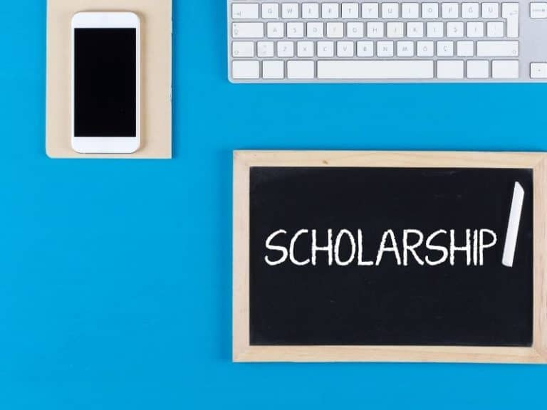 How Do You Get a Scholarship in High School?